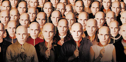 bathing_john_malkovich_the_actor_soaps_up_on_super_434x214